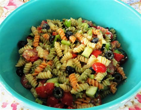 The Big Giant Food Basket: Very Easy and Quick Pasta Salad