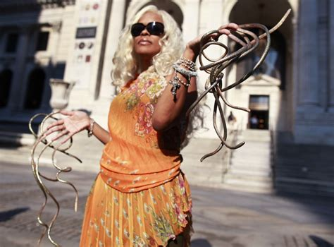 Woman with World's Longest Fingernails: See How She Texts