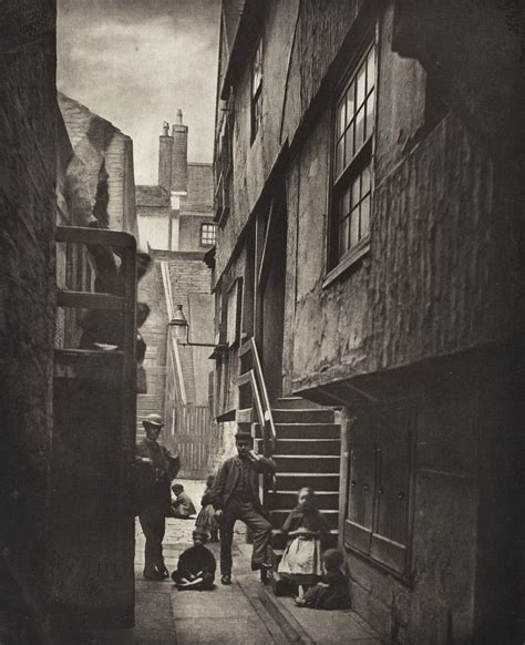 44 Incredible Photographs of the Old Closes and Streets of