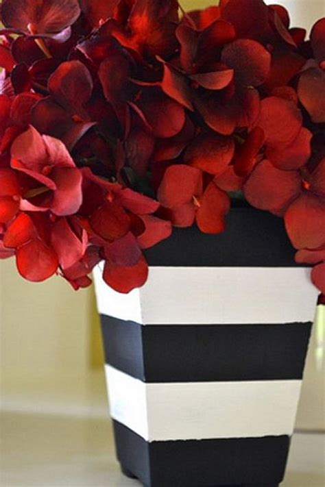 Modern Black and White Striped Vase - Project by DecoArt