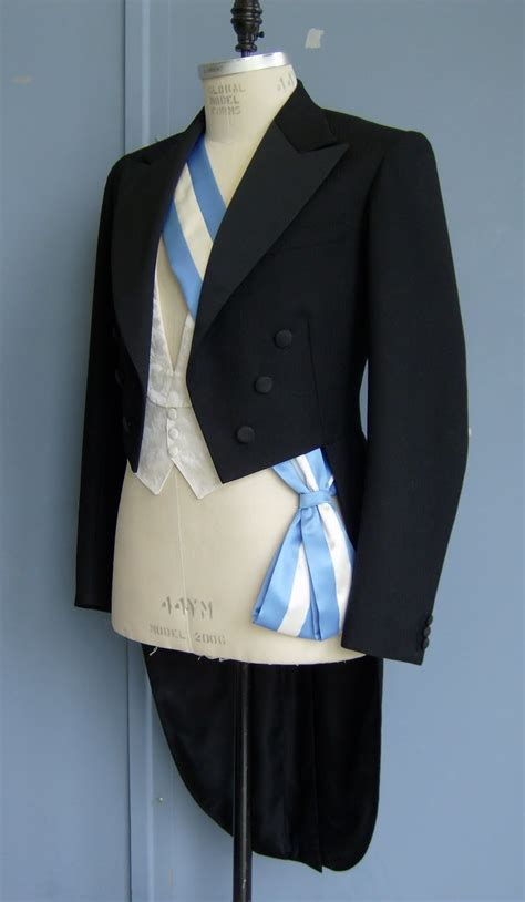 A Tailor Made It: tailcoat finished