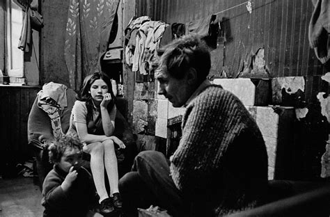 Powerful Photos Of Life in the Old Glasgow Tenement Blocks