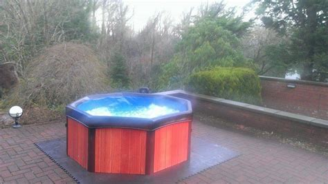 Hot Tub Hire - Party People | Wedding & Party Decor