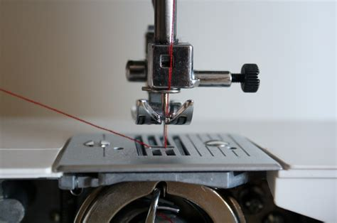 5: threading the sewing machine (front loading bobbin
