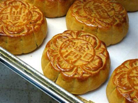 Did Mooncakes Help the Chinese Overthrow the Mongols