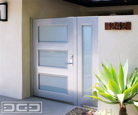 Contemporary Courtyard Entry Gates in a Fine, Minimalistic