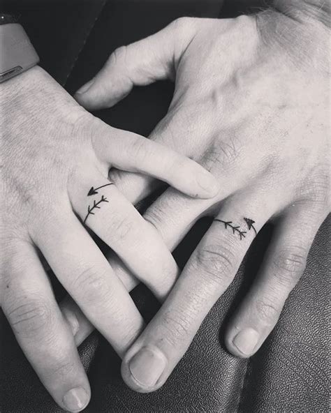 27 Lovely Wedding Ring Tattoos to Make with your Partner