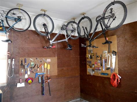 How to hang a bike from the ceiling - C